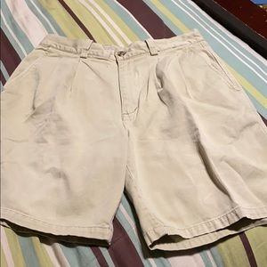 Men's Pleated Front Shorts. GUC